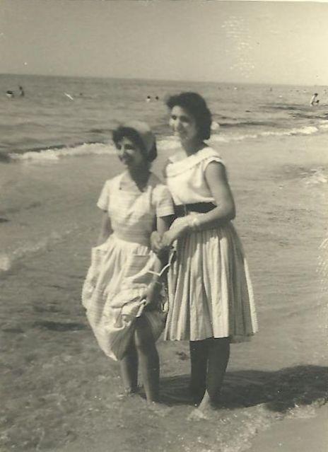 Esther & Yael1a